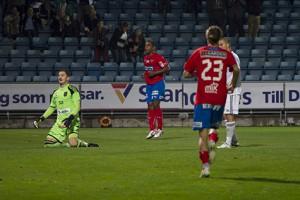 Alvaro Santos gör mål