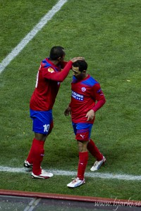 Alvaro Santos kommer in för Rachid Bouaouzan.